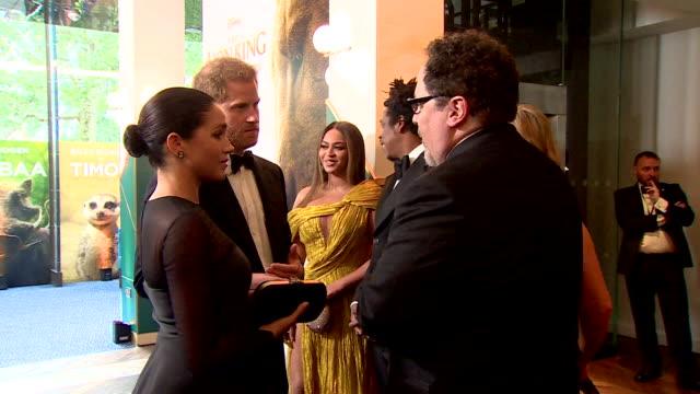 vídeos de stock e filmes b-roll de duke and duchess of sussex meet jon favreau at lion king premiere at leicester square - meghan markle lion king