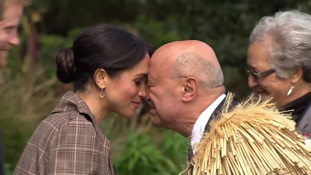 duke and duchess of sussex receive traditional maori greeting in wellington; new zealand: wellington: ext prince harry, duke of sussex and meghan,... - māori people stock videos & royalty-free footage