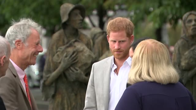 duke and duchess of sussex visit to ireland: visit famine memorial; republic of ireland: dublin: ext various shots of famine memorial / prince harry,... - dublin republic of ireland stock videos & royalty-free footage