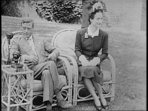 duke and duchess of windsor given flowers from sandra southerland, daughter of silver meteor engineer / couple boards silver meteor, edward climbs... - エドワード8世点の映像素材/bロール