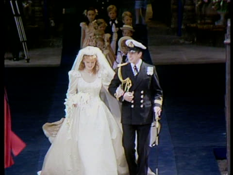 Duke and Duchess of York leave Westminster Abbey waving to the crowd Royal Wedding of Prince Andrew and Sarah Ferguson 23 Jul 86
