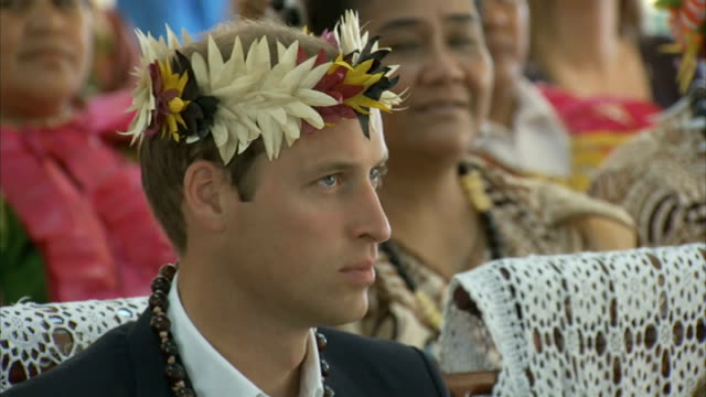 duke & duchess of cambridge far east & south pacific tour: day 8: tuvalu: final day and farewell; south pacific: tuvalu: int prince william, duke of... - south pacific ocean stock videos & royalty-free footage
