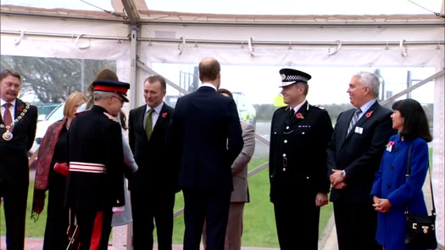 duke duchess of cambridge visit valero pembroke refinery wales pembroke valero prembroke refinery throughout*** car arrives / prince william and... - pembroke video stock e b–roll