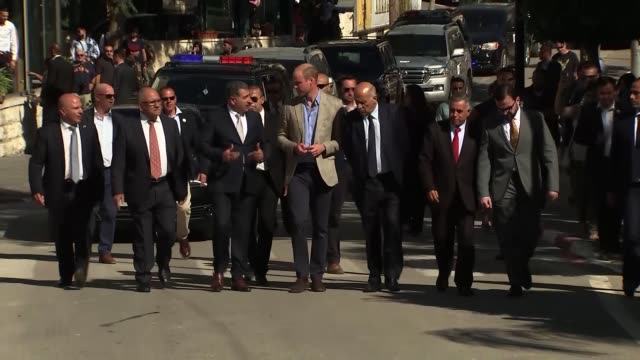 duke of cambridge visits ramallah palestinian territories the west bank ramallah ext prince william duke of cambridge greeted by palestinian offical... - herzog von cambridge stock-videos und b-roll-filmmaterial