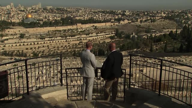 duke of cambridge visits temple mount and mount of olives israel jerusalem old city temple mount photography*** prince william duke of cambridge and... - cupola video stock e b–roll