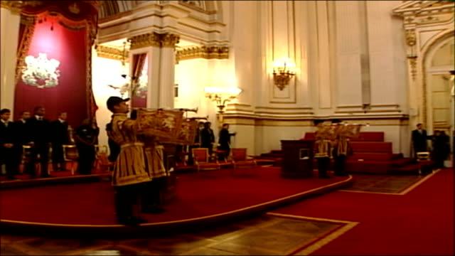 vídeos de stock, filmes e b-roll de duke of edinburgh award scheme granted a royal charter reception at buckingham palace **beware london buckingham palace int trumpeters fanfare sot /... - 2006