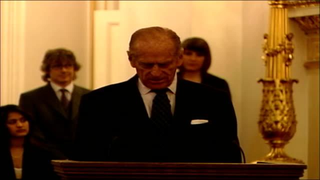 vidéos et rushes de duke of edinburgh award scheme granted a royal charter reception at buckingham palace prince philip duke of edinburgh speech sot we launched the... - duc d'edimbourg