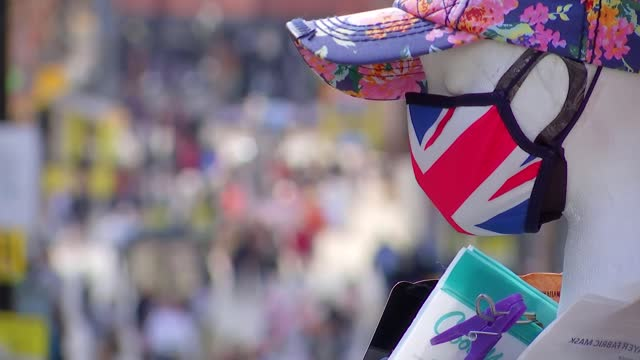 duke of edinburgh death: funeral preparations continue; england: berkshire: windsor: windsor castle: ext / dusk general views of windsor castle with... - news not politics video stock e b–roll