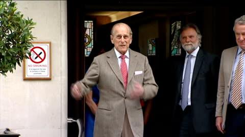 duke of edinburgh leaves hospital; england: london: ext prince philip leaving the king edward vii hospital: following his treatment for a bladder... - blase harnapparat stock-videos und b-roll-filmmaterial