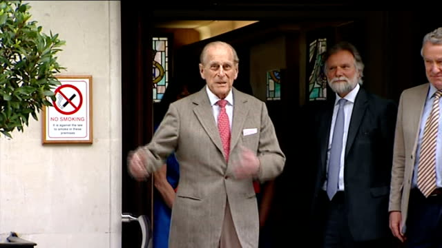 stockvideo's en b-roll-footage met duke of edinburgh leaves hospital england london ext prince philip leaving the king edward vii hospital following his treatment for a bladder... - blaas urinewegstelsel