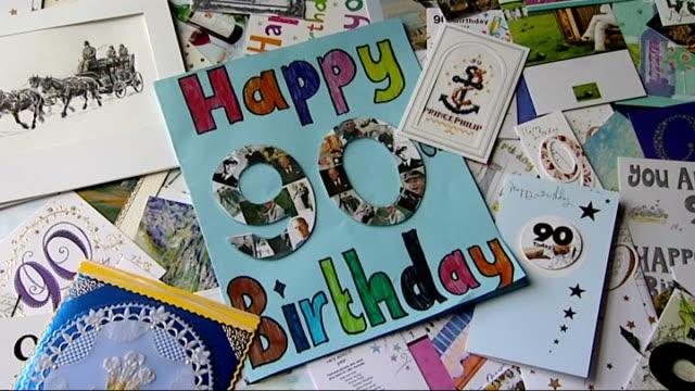 vidéos et rushes de duke of edinburgh's 90th birthday duke awards cup / birthday cards facility close shots of 90th birthday cards for prince philip / staff member... - 90e anniversaire anniversaire