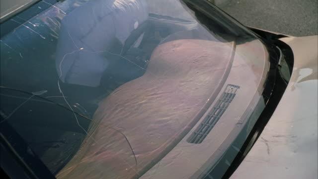 ms dummy crashes through glass windscreen - testdocka bildbanksvideor och videomaterial från bakom kulisserna
