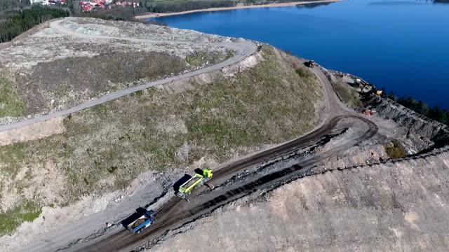 ダンプカー中の丘 - ダンプカー点の映像素材/bロール
