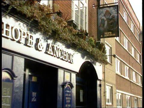 dunblane fund theft; england london poplar tx 10.10.96 seq exterior of 'hope & anchor' pub - ダンブレーン点の映像素材/bロール