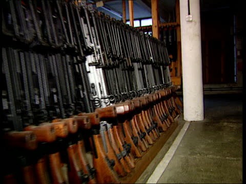 preliminary hearing england ms rifles in racks in shop pull back more u20119201 manchester itn london tcs barrel of rifle and target in distance... - gun shop点の映像素材/bロール