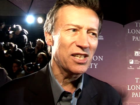 stockvideo's en b-roll-footage met duncan kenworthy, chairman of the baftas, talks about not having any favourites in the new talent category at the pre-bafta awards party: the london... - voorzitter