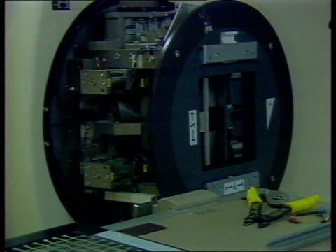 cancer patient radiation overdose dundee cms stripped xray machine ms ditto - スコットランド ダンディー点の映像素材/bロール