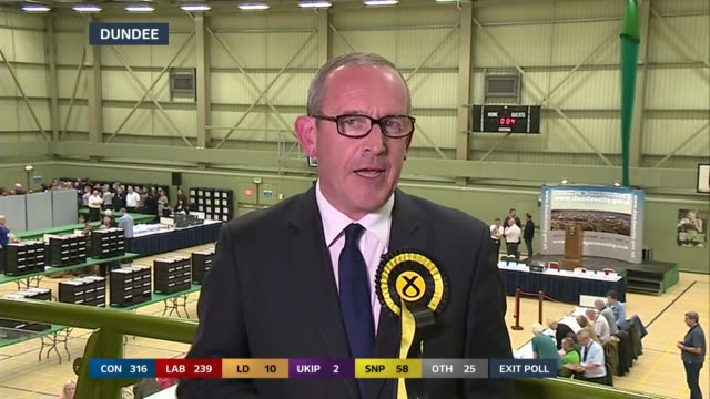 vídeos y material grabado en eventos de stock de dundee: int stewart hosie live interview on taking exit poll with a pinch of salt, talks of snp targets and not predicting a number of seats,... - dundee escocia