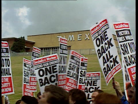 timex rally; cf tape no longer available ext scotland, dundee airvs marchers along route in support of the sacked timex workers track along demers... - audio available bildbanksvideor och videomaterial från bakom kulisserna