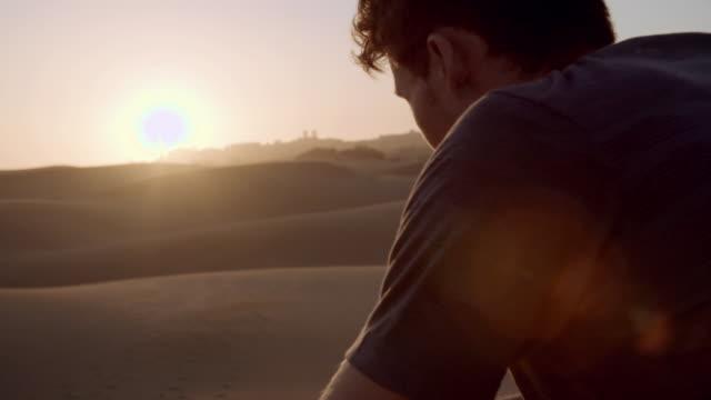 vidéos et rushes de dune running - lunette soleil
