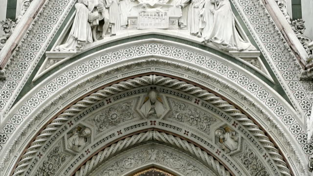 stockvideo's en b-roll-footage met hd: duomo cathedral, florence - apostel