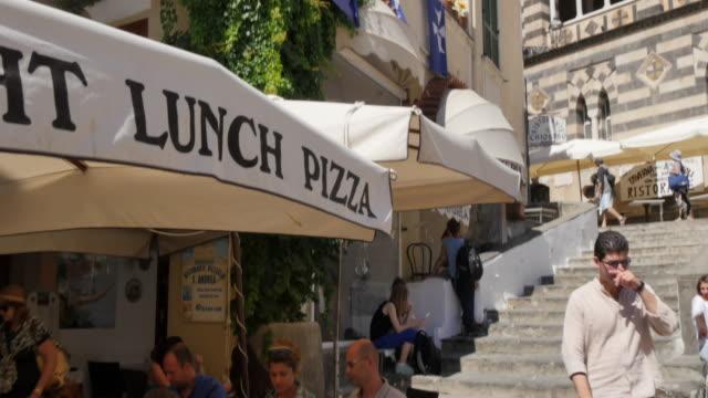 duomo di amalfi and duomo piazza, amalfi, costiera amalfitana (amalfi coast), unesco world heritage site, campania, italy, europe - cultura italiana video stock e b–roll