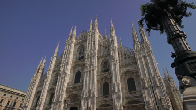 duomo in milan, italy - cattedrale video stock e b–roll