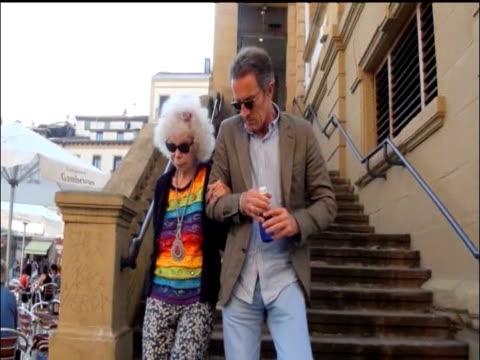 duquesa de alba and alfonso diez europa press news capsules on august 16 2011 in madrid spain - herzogin stock-videos und b-roll-filmmaterial