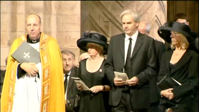 durham cathedral int lady elsie robson and paul robson along in cathedral for memorial service close shot of lady elsie robson - イングランド ダラム点の映像素材/bロール