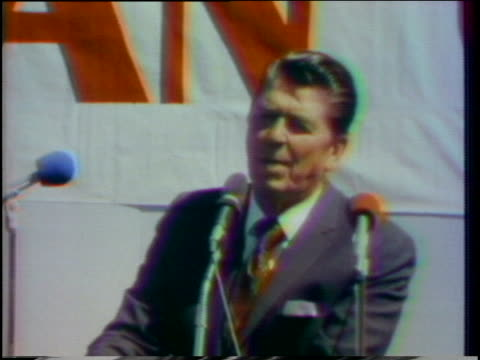 vídeos y material grabado en eventos de stock de during a campaign speech in kentucky, ronald reagan says that to suggest a republican should get only republican votes means there would never be one... - 1976