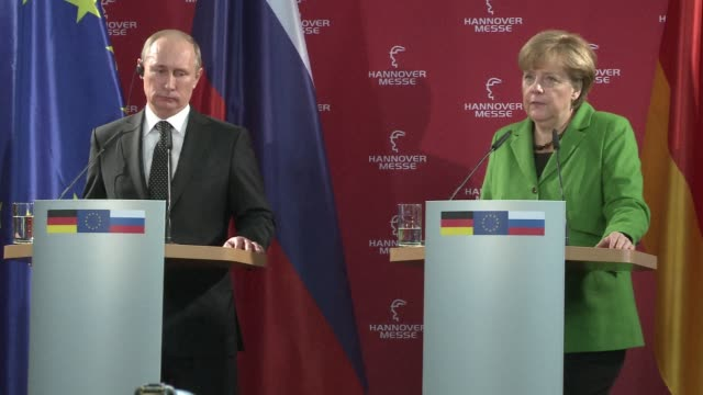 stockvideo's en b-roll-footage met during a press conference with german chancellor angela merkel russian president vladimir putin warned monday that any military conflict on the... - kernramp van tsjernobyl