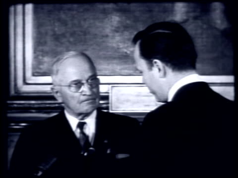 during a visit to new york city hall, president truman presents mayor wagner with a distinguished service award and answers reporter questions.... - 1959 stock videos & royalty-free footage