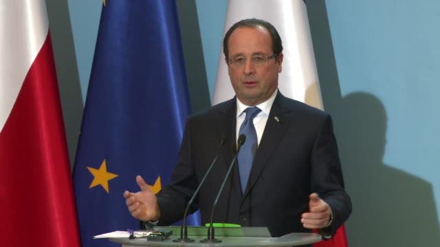 stockvideo's en b-roll-footage met during a visit to warsaw french president francois hollande ruled that the european union did what it had to do to try to convince ukraine to sign... - overtuiging