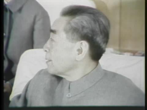 during his state visit to china, us president richard m. nixon meets with chinese premier chou en lai. - 1972年点の映像素材/bロール
