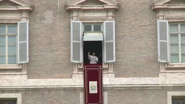 "during his weekly sunday angelus address to the catholic faithful on saint peter's square in the vatican, pope francis renews calls on ""the parties""... - st peter's square stock videos & royalty-free footage"