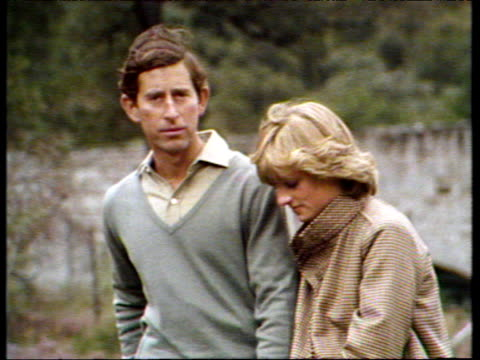 vídeos de stock e filmes b-roll de during honeymoon prince charles with diana beside him talks to press of setting up home in gloucestershire balmoral; 19 aug 81 - lua de mel