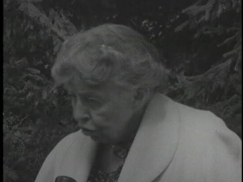 during soviet premier nikita khrushchev's visit to the roosevelt estate, former first lady eleanor roosevelt comments on the premier's awareness of... - 1950 1959 stock videos & royalty-free footage
