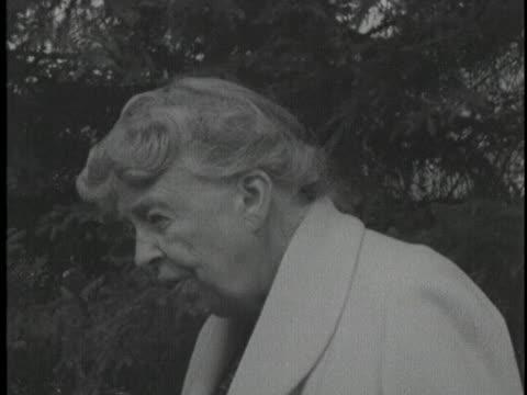 during soviet premier nikita khrushchev's visit to the roosevelt estate, former first lady eleanor roosevelt comments on the premier's agenda during... - 1950 1959 stock videos & royalty-free footage