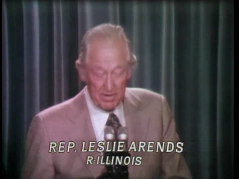 during the nixon impeachment trials, representative leslie arends says he isn't one to panic, and that someone else will have to tell nixon to resign. - リチャード・ニクソンの大統領辞任点の映像素材/bロール