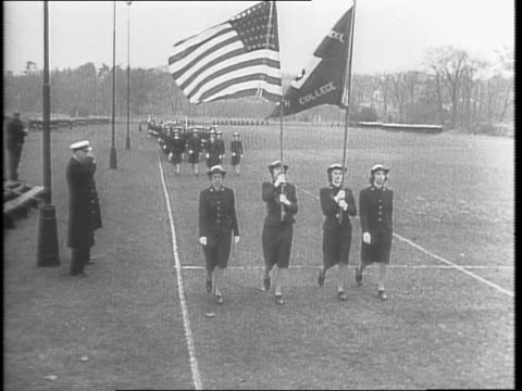 vídeos de stock, filmes e b-roll de during wwii / graduation day for waves / waves marching over bridge towards camera on the field / grace coolidge and mrs henry wallace watch /... - campo de treinamento militar