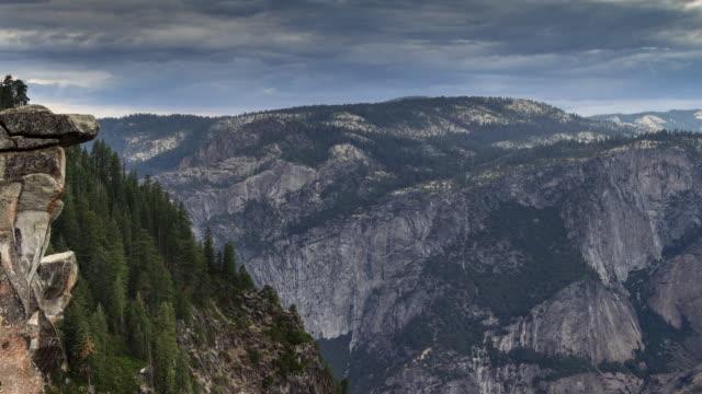 dämmerung am glacier point, yosemite - time lapse - amerikanische sierra nevada stock-videos und b-roll-filmmaterial