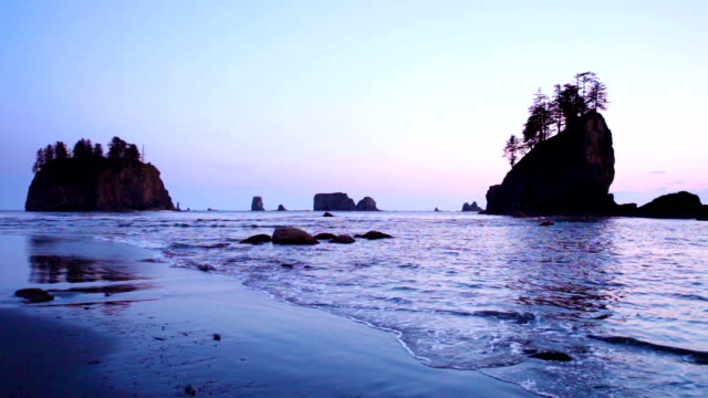 stockvideo's en b-roll-footage met dusk at second beach on the olympic peninsula, washington, usa - staat washington