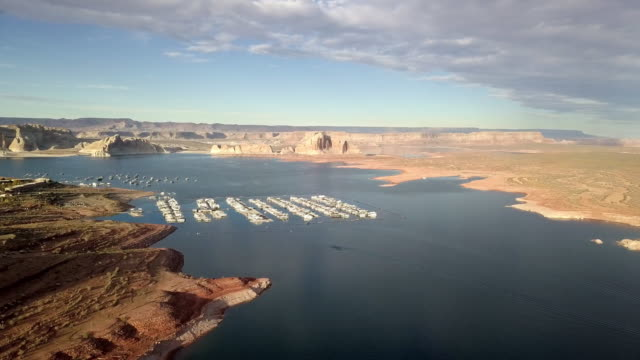 dusk drone footage of lake powell, wahweap bay near page arizona - lago powell video stock e b–roll