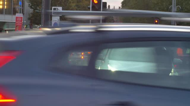 dusk falling heavy london traffic at rush hour dusk cars passing camera traffic lights jam - road stock videos & royalty-free footage