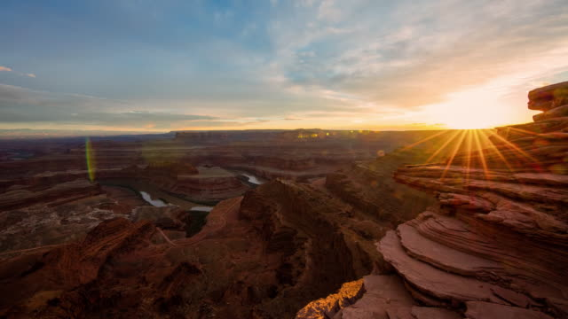 t/l 8k dusk over the canyonlands national park - rock formation stock videos & royalty-free footage