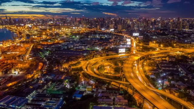 stockvideo's en b-roll-footage met schemering naar night hyperlapse van bangkok snelweg stadsgezicht - traffic time lapse