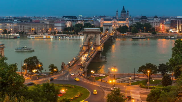 dusk to night time lapse of at chain bridge, budapest - chain bridge suspension bridge stock videos & royalty-free footage