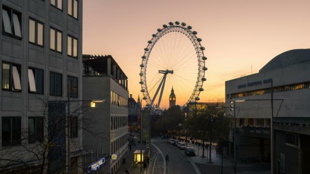 dusk to night time-lapse of big ben and the london eye - ロイヤルフェスティバルホール点の映像素材/bロール