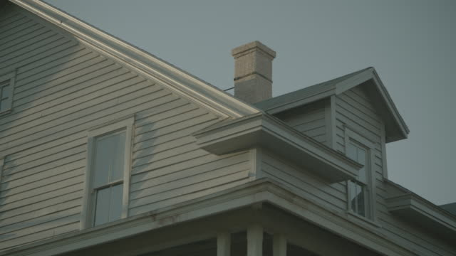stockvideo's en b-roll-footage met dusk/dawn large 2-story rural home w/large front porch; craggy, bare tree prominent in f.g.; various close views of house and tree - bare tree