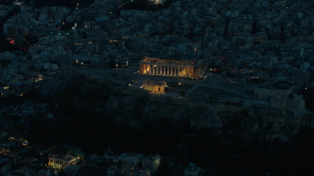 vídeos y material grabado en eventos de stock de dusk/night aerial athens, greece, parthenon prominent in f.g. - athens greece